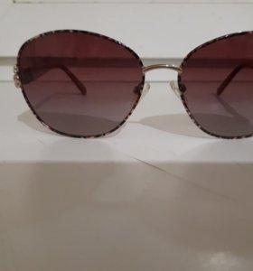 Солнцезашитные очки.