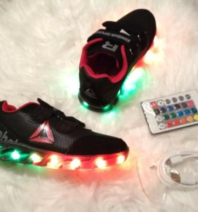 Светящиеся кроссовки Reebok+пульт. 25-31