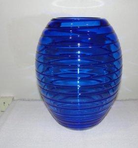 Ваза из синего чешского стекла