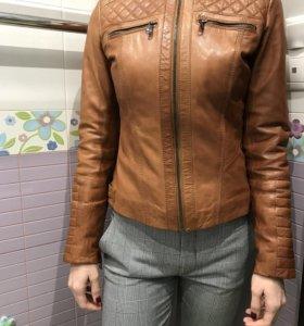 Женская кожаная куртка р.42