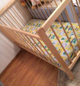 Кроватка с матрасом + простынь на резинке