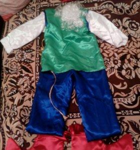 Яркий костюм гнома