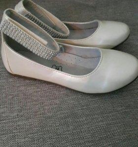 Туфли для девочки 30 р.