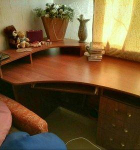 Угловой компьтерный стол