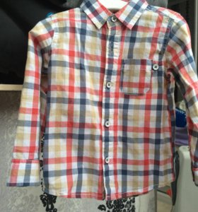 Продаётся рубашка на мальчика 300 руб