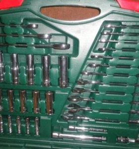 Инструменты в чемодане