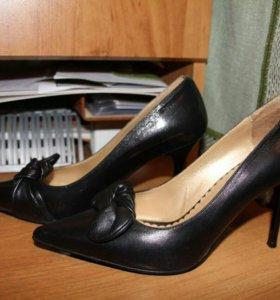 Новые кожаные туфли 36-37р-р