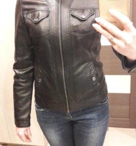 Куртка б/у женская из кожзама 42-44р