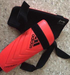 Щитки футбольные adidas predator