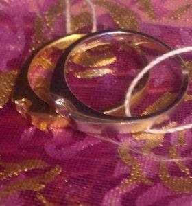 Золотые кольца с бриллиантами от бренда Zen