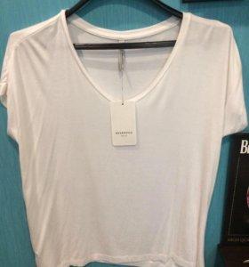 Новая белая футболка