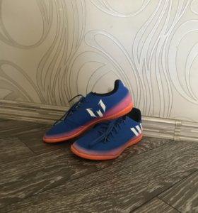 Футбольные кроссовки для зала