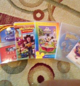 Шесть дисков для DVD.