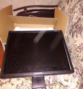 Монитор с коробкой на запчасти
