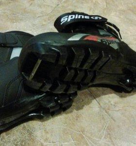 Продам ботинки лыжные.