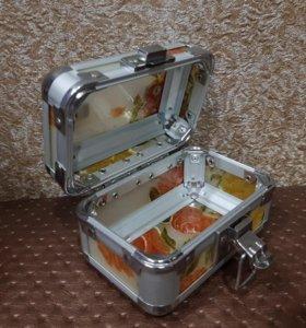 Новый стеклянный чемоданчик/шкатулка.