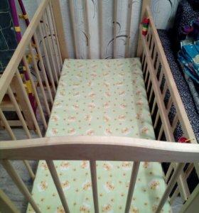 Детская кроватка в хорошем состоянии.с матрасом