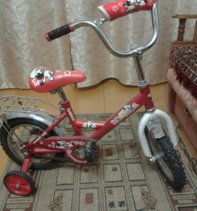 Велосипед четырехколесный.