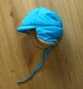 Теплая зимняя шапка на ребенка
