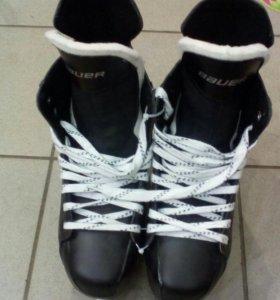 Хокейные коньки Bauer Supreme 140