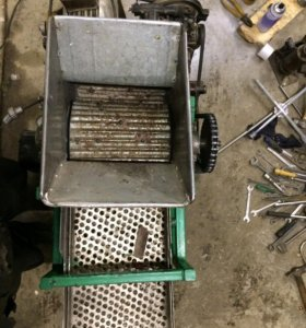 Машинка для переработки шишки в орех