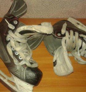 Хоккейная форма щитки, коньки, нательник