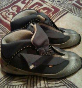Ботинки лыжные мужские.