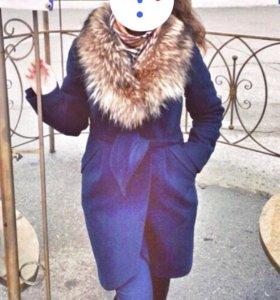 Пальто с меховым воротником зимнее