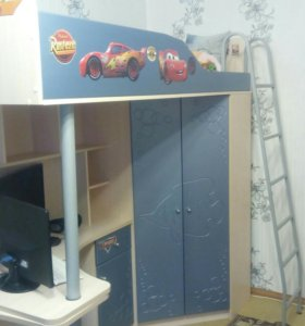 Детская кровать чердак со шкафом и столом