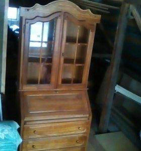Старинный Шкаф буфет в отличном состоянии .