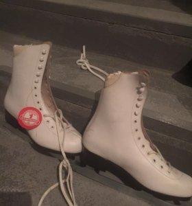 Новые коньки женские р-р 40