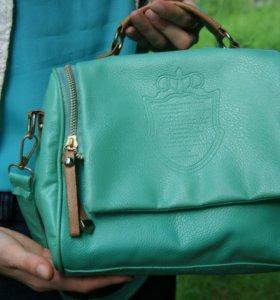 Маленькая сумочка на ремешке