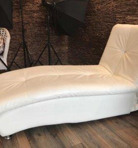 Стильный диван-лежак