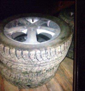 16 зимние колеса с дисками в хорошем состоянии