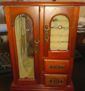 Шкатулка-шкаф для украшений