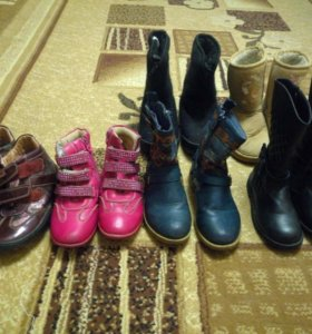 Продам обувь 31-32 размер на девочку .