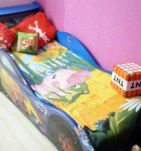 Детская кровать-машина.