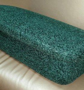 Подушка - подлокотник новая