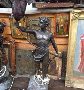 Старинные медные статуи - фонари.