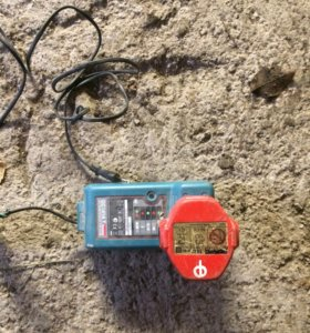 Зарядник с аккумулятором Makita