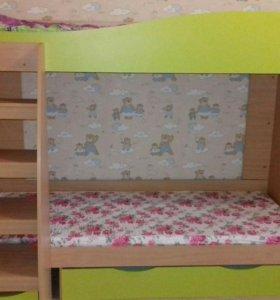 Детская двухьярусная кровать с матрасом