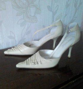 Элегантные туфли- босоножки на узкую ногу