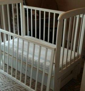 Кроватка кровать детская в отличном состоянии