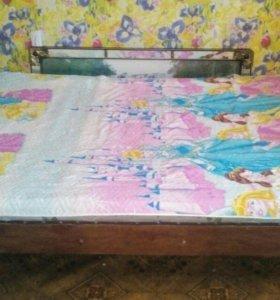 Кровать старинная, крепкая