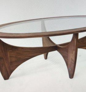 Журнальный стол из американского ореха