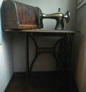 SINGER швейная ножная машина в рабочем состоянии.