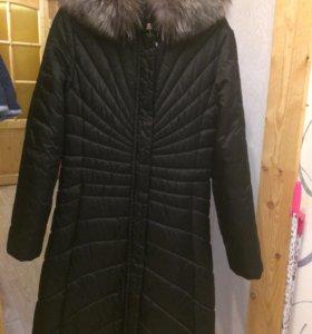 Пальто зимнее,с мехом.