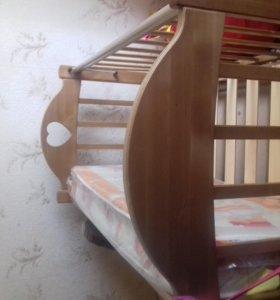Детская кроватка .