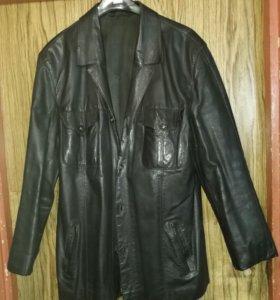 Мужской кожаный пиджак.