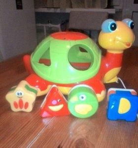Черепаха-сортер с механическими игрушками